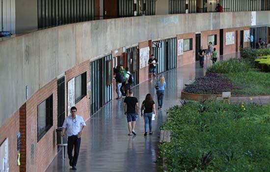 265 mil estudantes abandonaram o curso ou trancaram matrícula