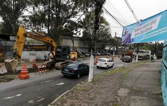 Obras de corredor de ônibus são retomadas na Avenida Casa Grande