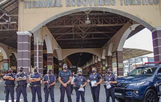 Guarda Civil Municipal realizou a entrega no Terminal Rodoviário e na estação da CPTM
