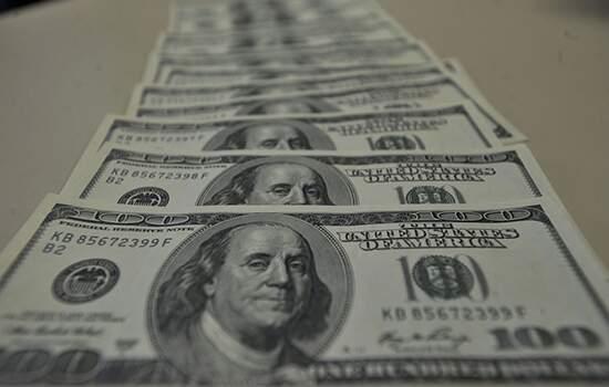 Desde o começo do ano, o dólar acumula valorização de 8,6%.