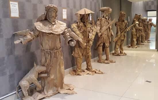 Shopping ABC exibe esculturas de papel kraft de Maurici Caruso