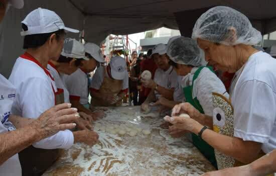 Moti Tsuki Matsuri – Festival do Bolinho da Prosperidade