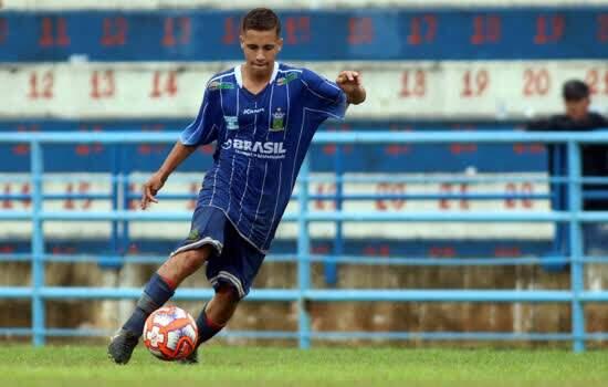 Meia Filipe, de 17 anos, estendeu seu contrato com o Ramalhão até o fim de 2020.
