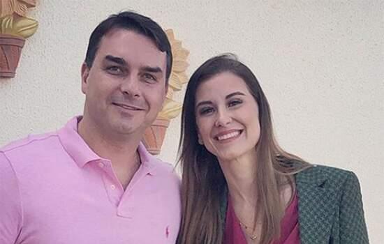 Flávio disse desconhecer a origem de um depósito de R$ 25 mil em dinheiro na conta de sua mulher, Fernanda Bolsonaro