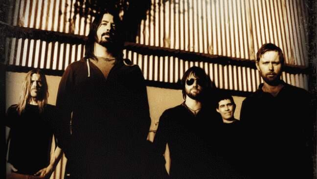 Lançado em 2011, o documentário Foo Fighters: Back and Forth traz a trajetória da banda desde a sua formação em 1995