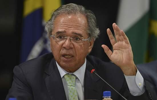 Guedes é condenado a pagar multa por ter comparado servidores a 'parasitas