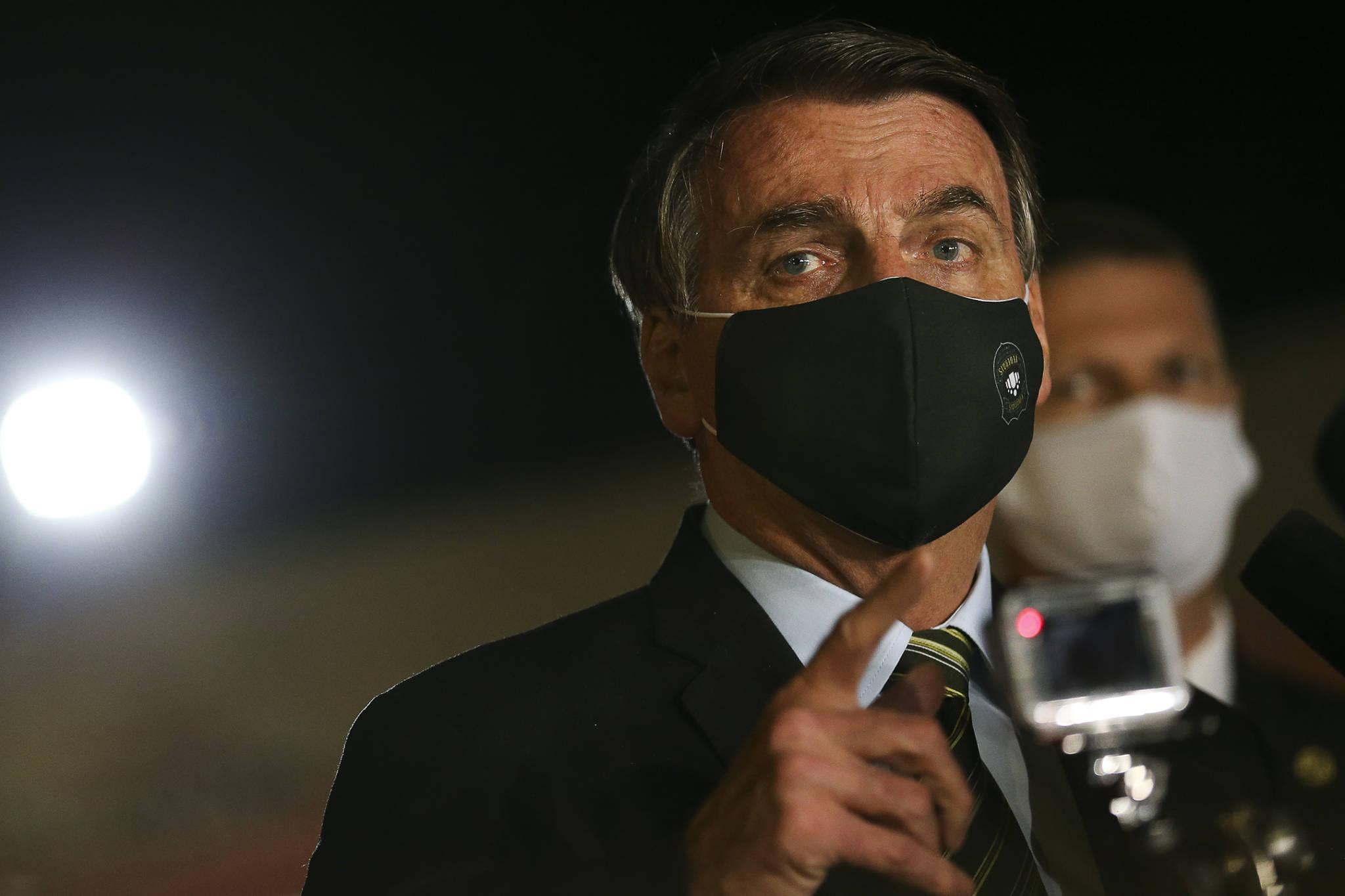 Bolsonaro veta integralmente projeto de indenização a profissionais de saúde