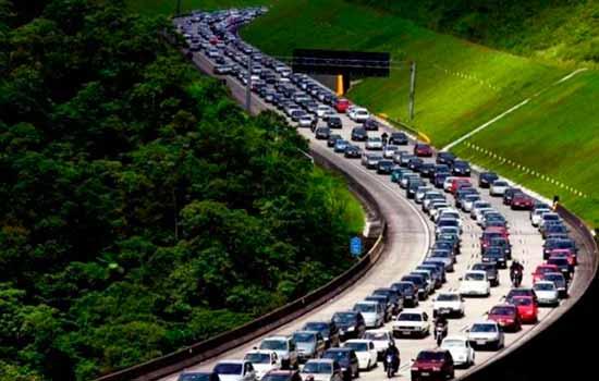 A partir do dia 7 de julho, transitar nas rodovias com farol desligado mesmo durante o dia dá multa