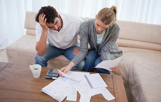 2,38 milhões de famílias permanecem com algum tipo de dívida