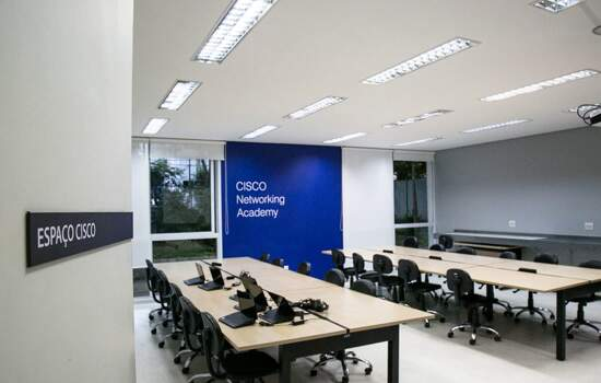 Academia  Cisco na Escola Municipal de Informática