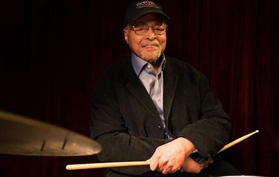 """Cobb gravou com Miles Davis """"Kind of Blue"""" considerado o álbum mais vendido da história do jazz."""