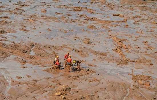 Lama cobriu edificações inteiras próximas à barragem da mina do Córrego do Feijão