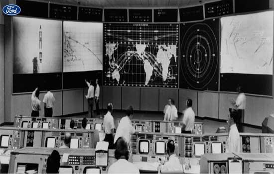 """""""Para garantir um pouso na Lua, a NASA precisada de uma grande capacidade de tomada de decisão por computador, o que ninguém tinha quando a Philco-Ford recebeu o contrato"""", diz o documento - Continue lendo"""