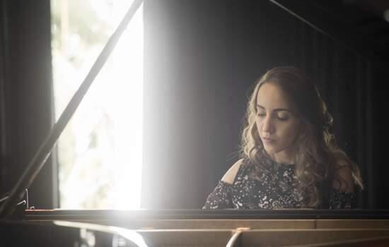 Luisa Mitre se apresenta no JazzB