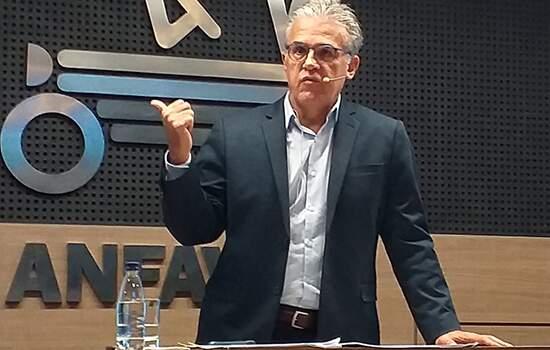 O presidente da Anfavea, Luiz Carlos Moraes diz que o mercado de veículos deve se recuperar apenas em 2025