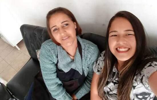 A dona de casa Lucileia Barbosa da Silva, de 40 anos, e a filha Thais Mayme Oyama, de 11, colhiam frutas no pomar do sítio da família quando aconteceu a descarga