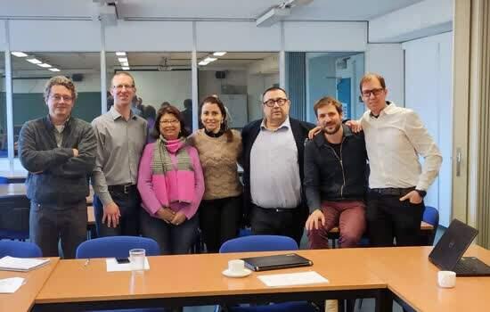 Pesquisadores europeus e da FMABC durante reunião de trabalho na Bélgica.