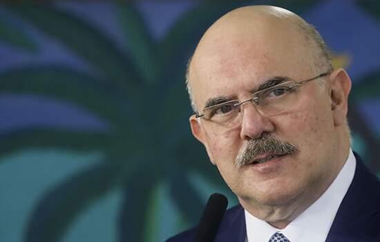 Milton Ribeiro, diz que o papel do MEC é repassar recursos e divulgar um protocolo de segurança