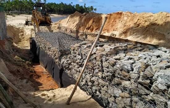 Irregularidade da obra se dá porque a construção ocorre diretamente sobre a areia da praia, contrariando as normas legais