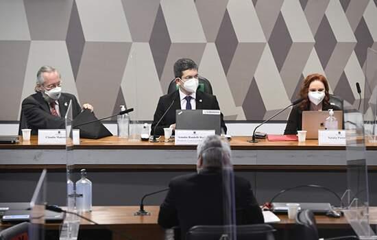 Especialistas reforçam a necessidade de us de mascara, enquanto não houver grande número de vacinados no Brasil