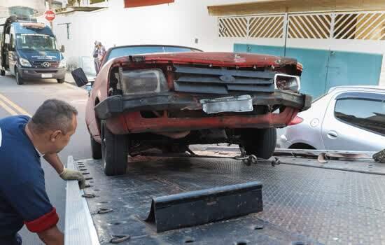 Operação Lata Velha recolhe 68 veículos abandonados nas ruas de Santo André em dois meses