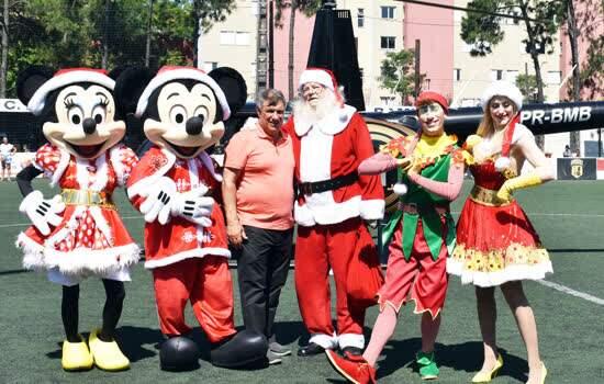 Sidenei Matrone recepcionou o Papai Noel e seus ajudantes natalinos
