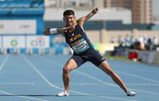Após recorde e ouro, Petrúcio Ferreira é 'emoldurado' em cartão postal de Dubai