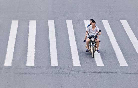 Melhor não pilotar sua moto de chinelo
