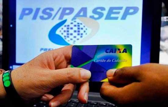 Para receber abono, o trabalhador tem de estar inscrito no PIS/Pasep há pelo menos cinco anos e ter tido seus dados informados corretamente pelo empregador na Relação Anual de Informações Sociais