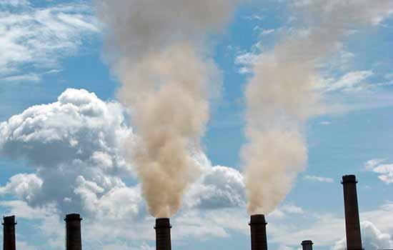 Poluição do ar causada por usina de carvão em Kosovo