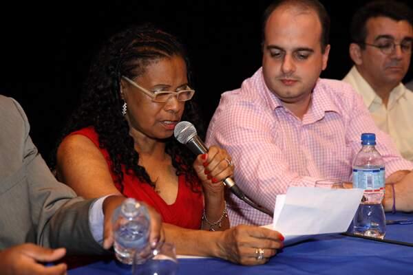 Cleuza Maria Araújo Martins, presidente eleita da LIES, discursa no evento