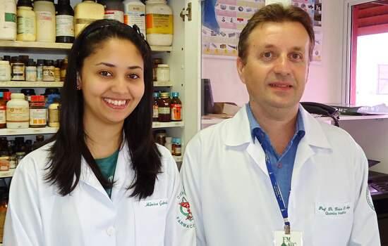Dr. Horacio Dorigan Moya e aluna Mônica Gabriela do Santo