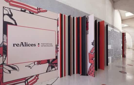 Vista da exposição 'reAlice - narrativas artevisuais' no Sesc Santo André