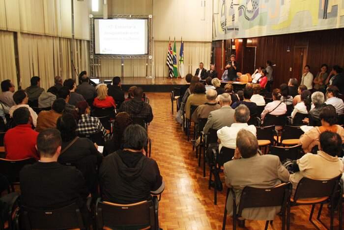Equipe de governo ouve demanda de representantes presentes