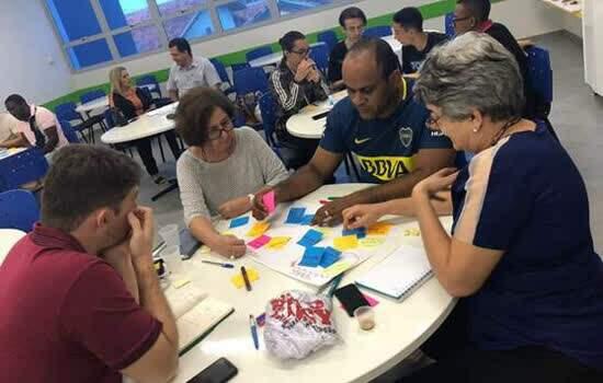 Com 40 horas distribuídas em dez encontros presenciais, curso aborda temas como design thinking e Canvas