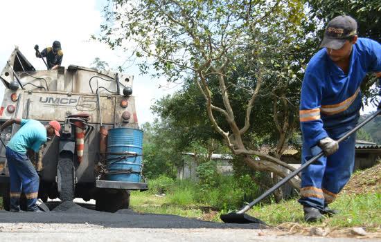 Regional de Ouro Fino realiza limpeza e cata-mato no bairro