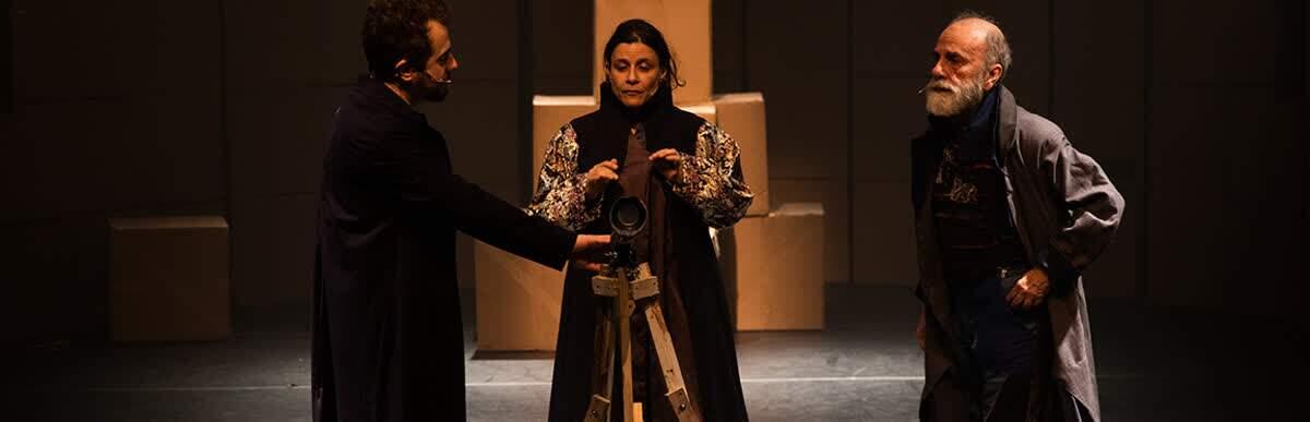Teatro da USP (TUSP) recebe a peça O que mantém um homem vivo, do Teatro Promíscuo,