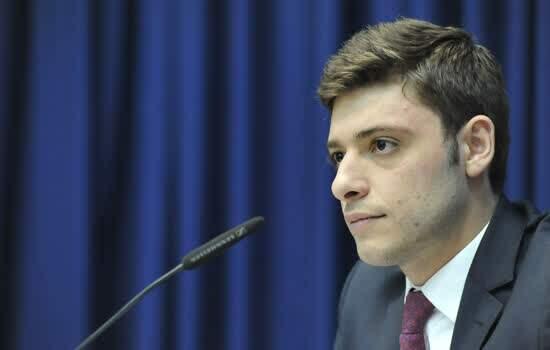 Thiago Auricchio durante sessão na Alesp