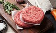 Renata Guirau, nutricionista do Oba Hortifruti, ensina três opções de mistura de carnes para um hambúrguer caseiro suculento e saboroso - Continue lendo