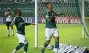 Goiás não perde há dez jogos e ostenta a melhor defesa. O time do técnico Marcelo Cabo ocupa a vice-liderança com 45 pontos, a três do Coritiba - Continue lendo
