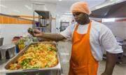 Restaurantes populares passam por mudança na operacionalização do serviço, fechando temporariamente os salões de refeição - Continue lendo