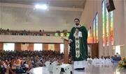 """Padre Adriano Zandoná, apresentador do programa """"Pra ser feliz"""", da TV Canção Nova, presidirá todas as missas do Acampamento - Continue lendo"""