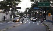 A maior dificuldade dos pedestres é o estado das calçadas, que são estreitas, irregulares e com muitas barreiras - Continue lendo