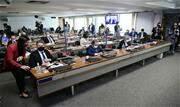 Três senadores governistas apresentaram relatórios paralelos como estratégia para defender o governo - Continue lendo