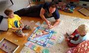 Alguns pais têm enfrentado dificuldade para distrair os rebentos entediados durante a quarentena. Nem tudo está perdido! Existem várias coisas divertidas para fazer em casa - Continue lendo