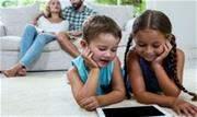Novas gerações já nascem inseridas na internet e nas redes sociais em que se pode conectar com o mundo instantaneamente - Continue lendo