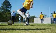 Crianças e jovens da cidade matriculados na rede pública de ensino podem participar das aulas esportivas realizadas gratuitamente - Continue lendo