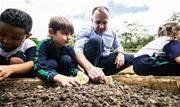 Crianças da E.M. Yoshihiko Narita participam do plantio de mudas de verduras, legumes e frutas, ampliando compreensão sobre alimentação saudável - Continue lendo