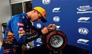 Atual campeão, Lewis Hamilton larga na 4ª colocação - Continue lendo