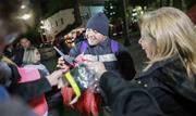 Equipes de voluntários percorreram o entorno da Praça da Sé para entrega de roupas e cobertores para pessoas em situação de rua - Continue lendo